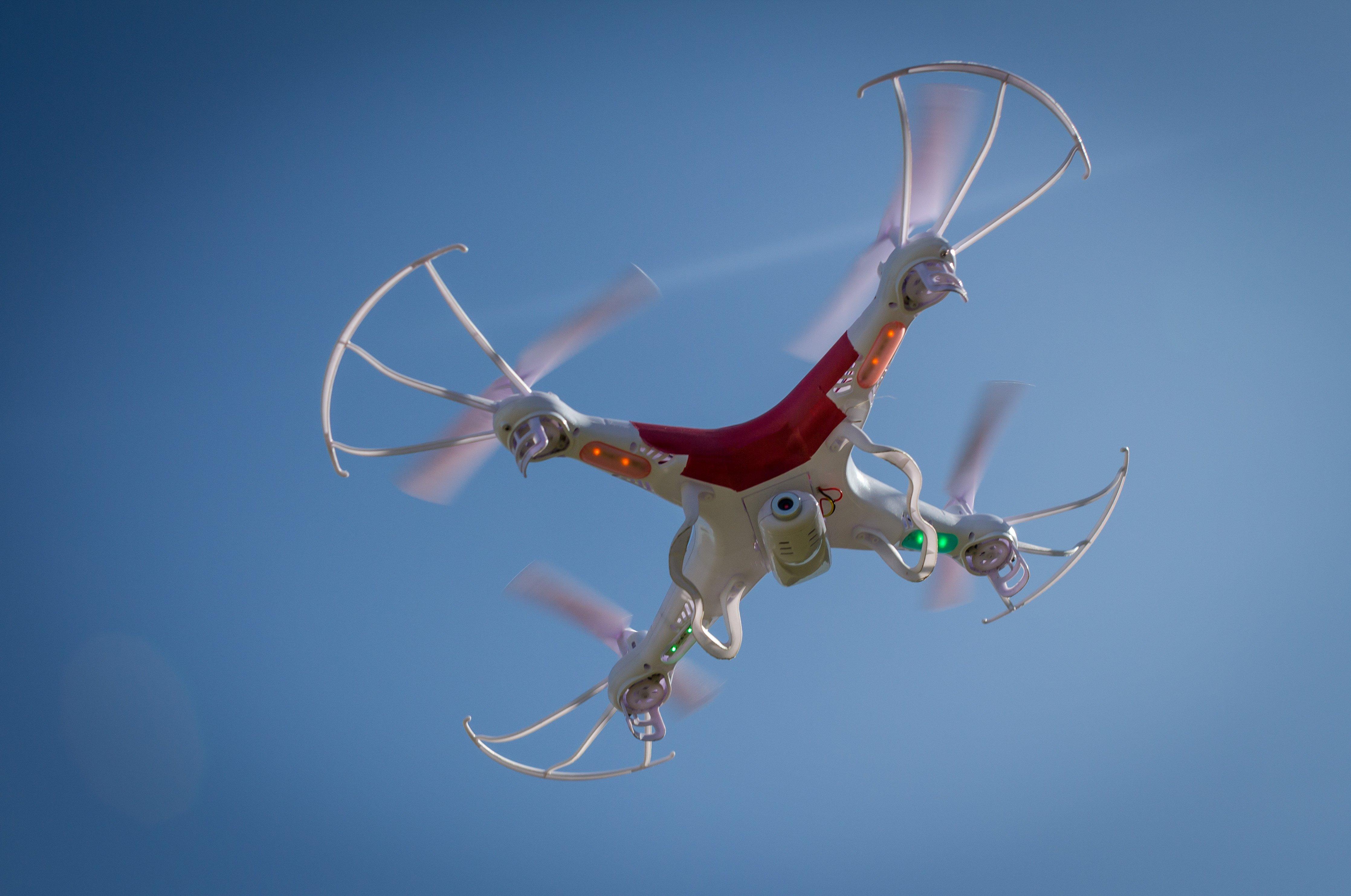 Žaidimai su dronais